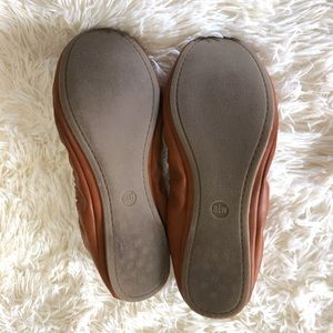 Universal Thread Shoes - 8.5 Wide Width Flats Tan Brown